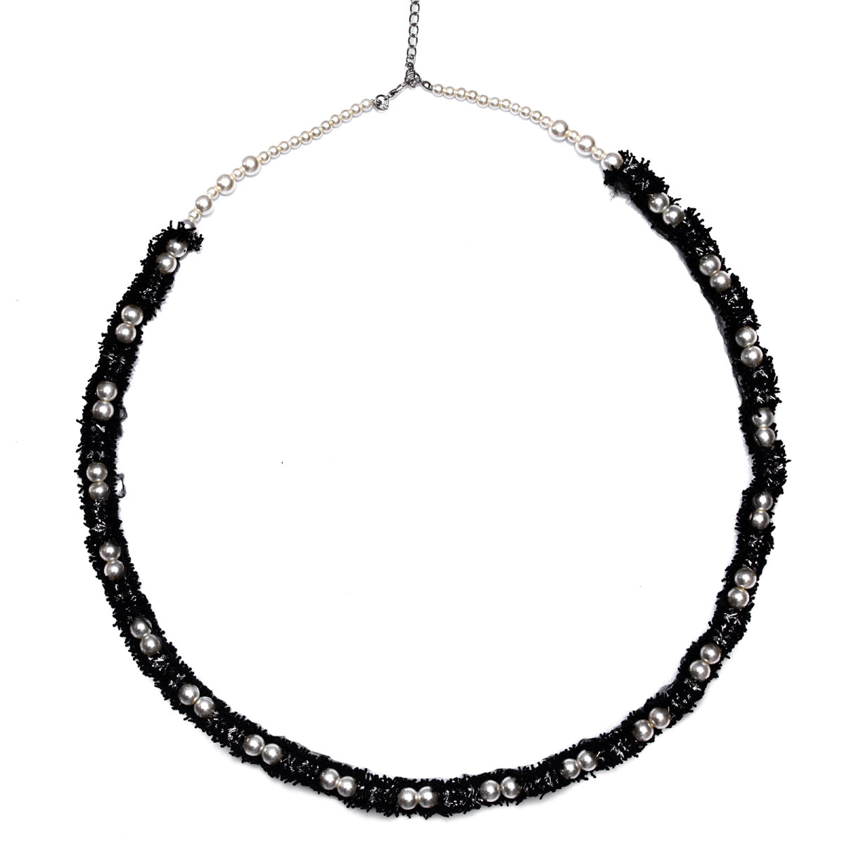Colier cu margele si material textil Negru