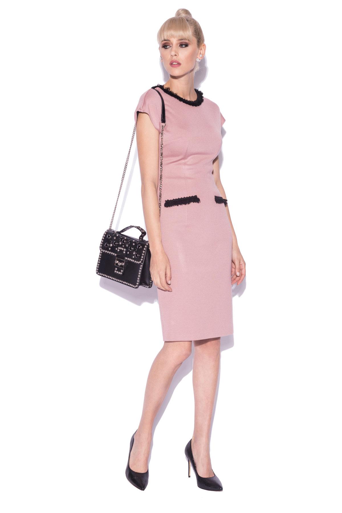Rochie de zi cu detalii contrastante Roz